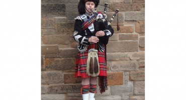 Scottish Bagpiper – Edinburgh, Scotland