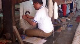 Rug Weaver Chanting – Jaipur, India