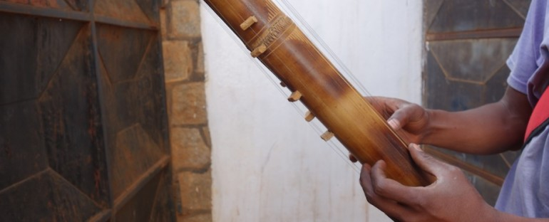 Valiah Tube Zither – Ansirabe, Madagascar